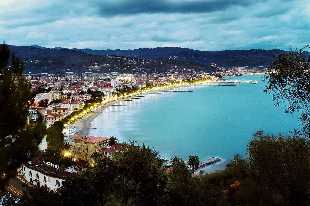 Appartamento in vendita a Diano Marina, 3 locali, prezzo € 390.000 | CambioCasa.it