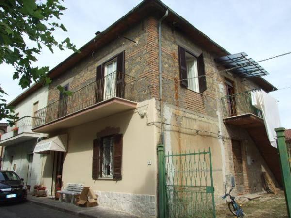 Appartamento in buone condizioni in vendita Rif. 7409406