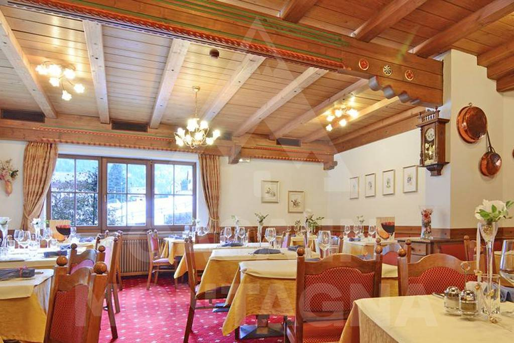 CURATO HOTEL DI AMPIA METRATURA A CANAZEI Rif. 8271430