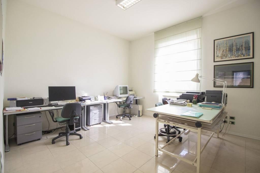 Ufficio in piazza Vittorio Veneto