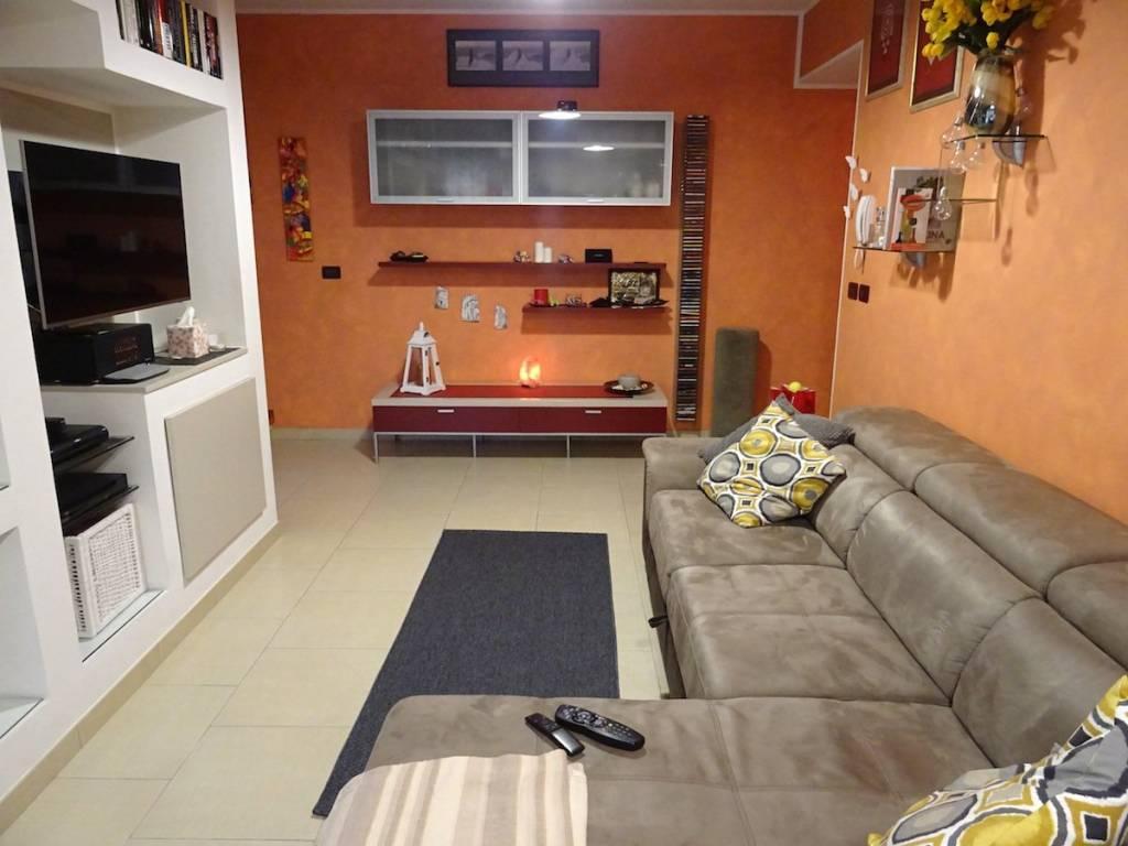 Appartamento in buone condizioni parzialmente arredato in vendita Rif. 7410031