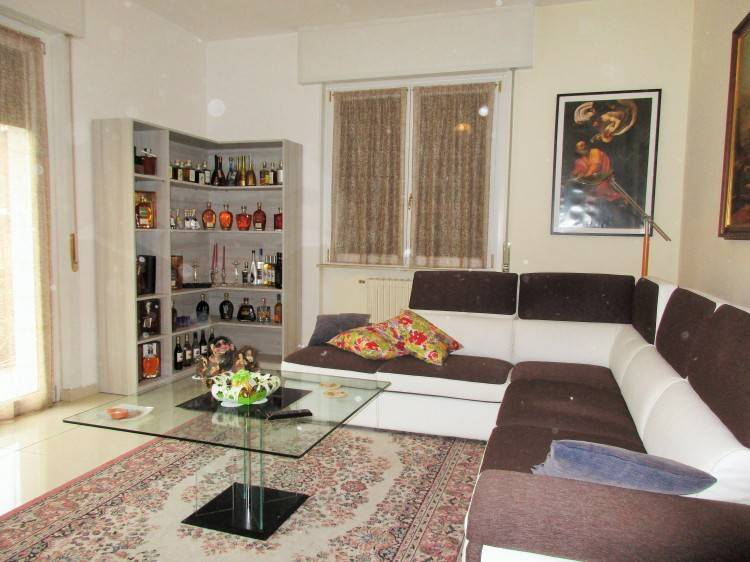 Appartamento in ottime condizioni in vendita Rif. 7413109