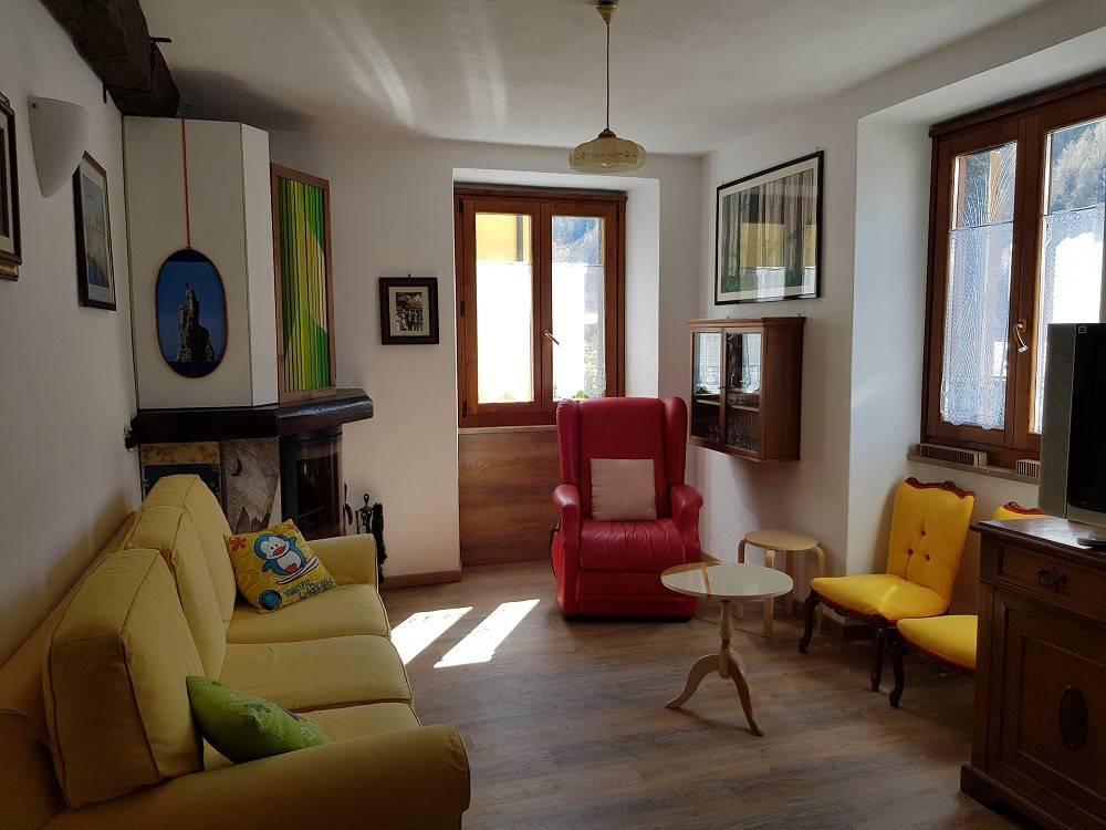 Appartamento in ottime condizioni parzialmente arredato in vendita Rif. 7409442