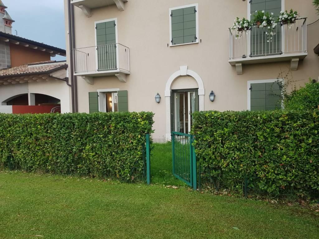Appartamento in ottime condizioni arredato in vendita Rif. 7411766