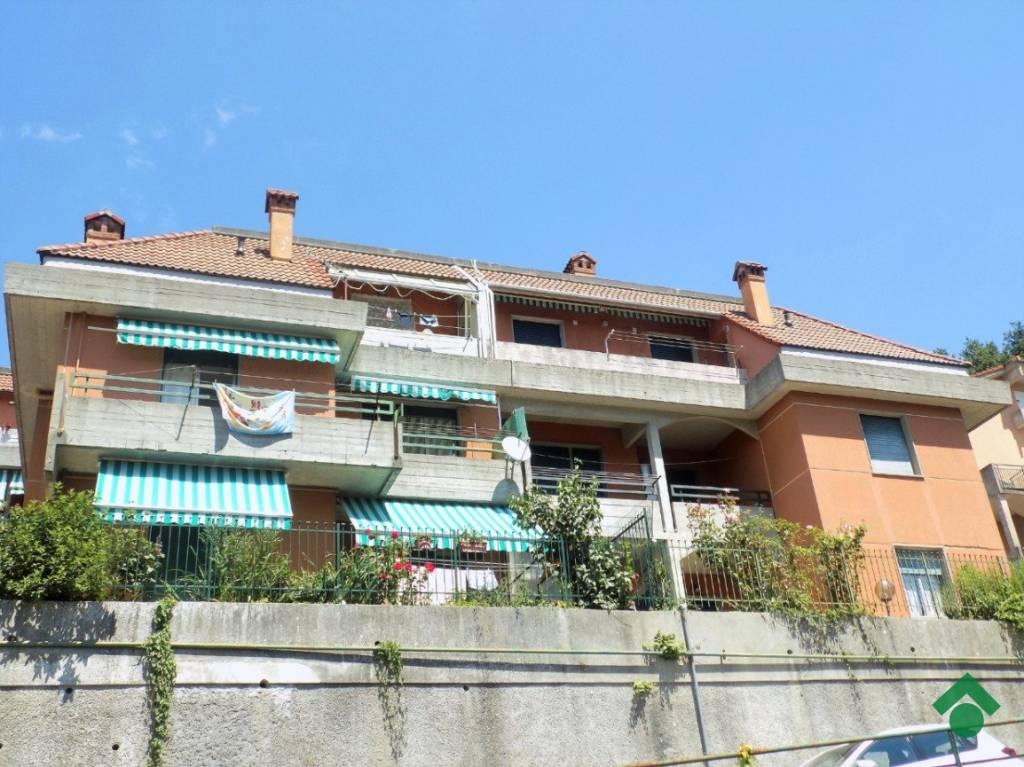 Appartamento in buone condizioni in vendita Rif. 9179618
