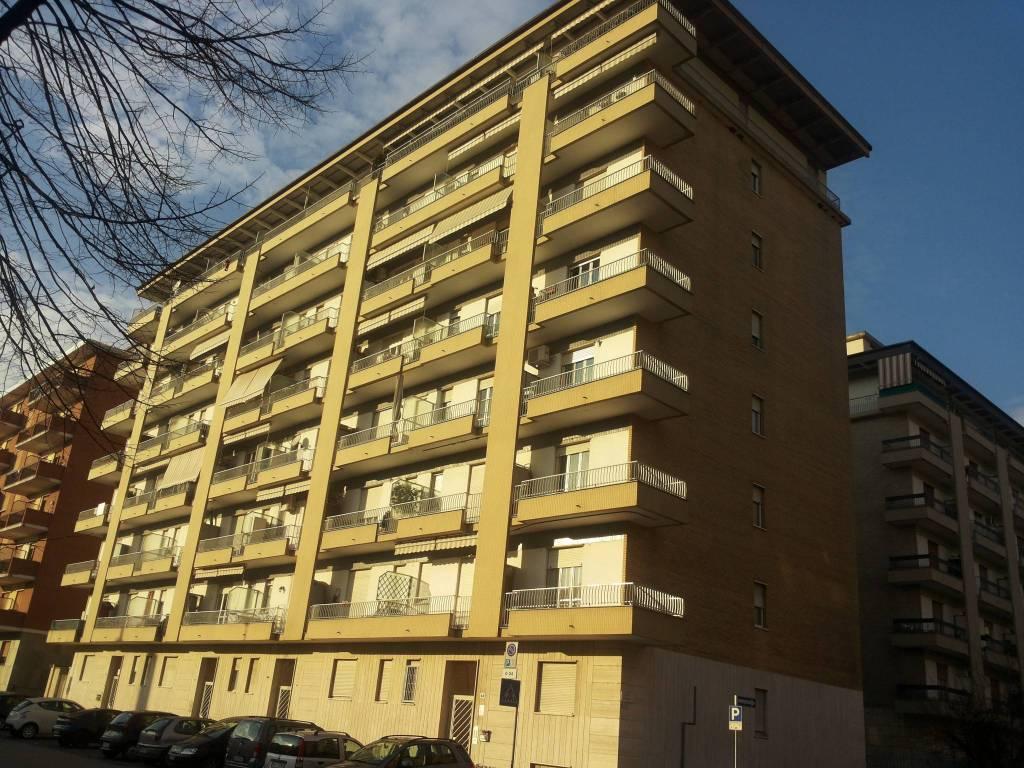 Appartamento in buone condizioni in affitto Rif. 7411287