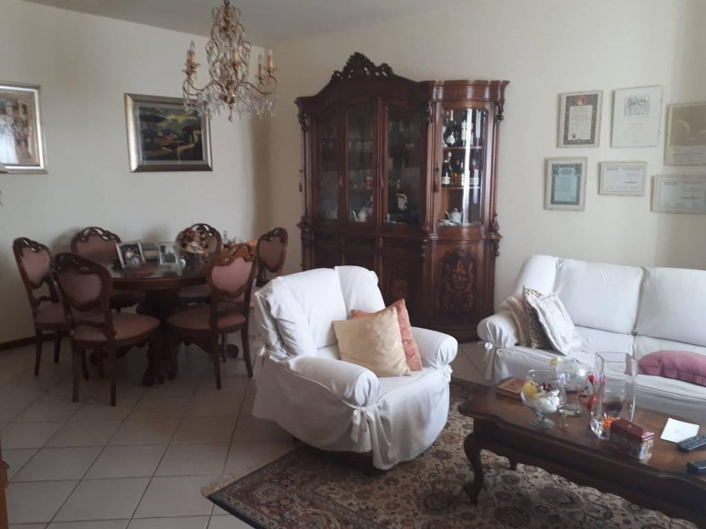 Appartamento in buone condizioni in vendita Rif. 7411152
