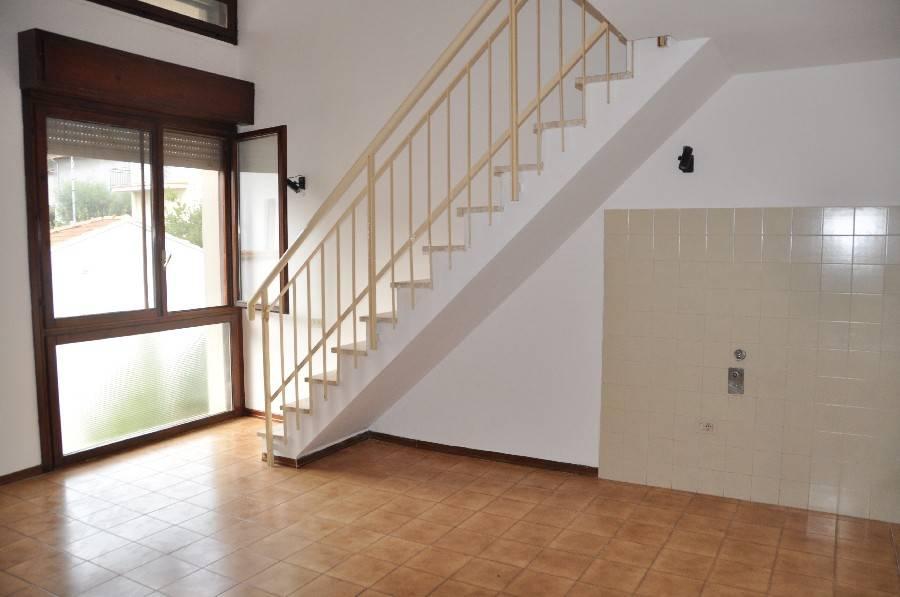 Appartamento in buone condizioni in affitto Rif. 8490318
