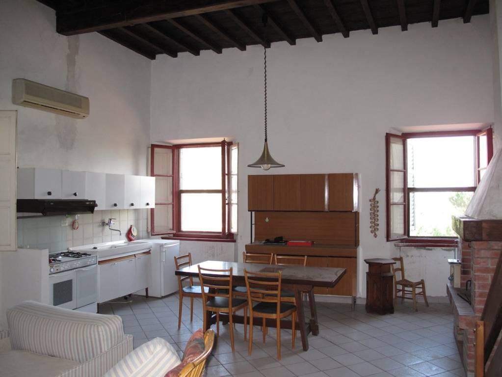 Appartamento in buone condizioni in vendita Rif. 7410915