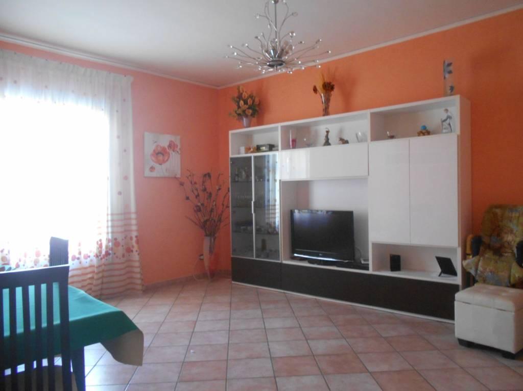 Appartamento in buone condizioni in affitto Rif. 7409550