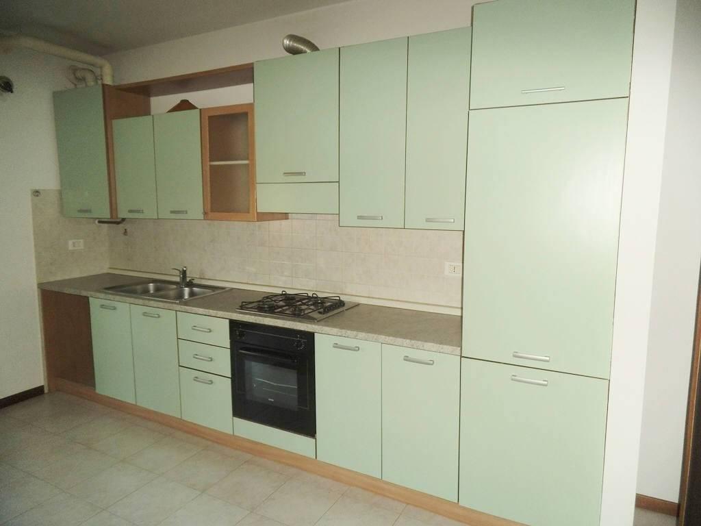 Appartamento in buone condizioni arredato in affitto Rif. 7422796