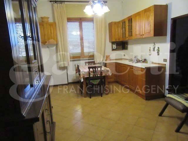 Appartamento in buone condizioni in vendita Rif. 7422378