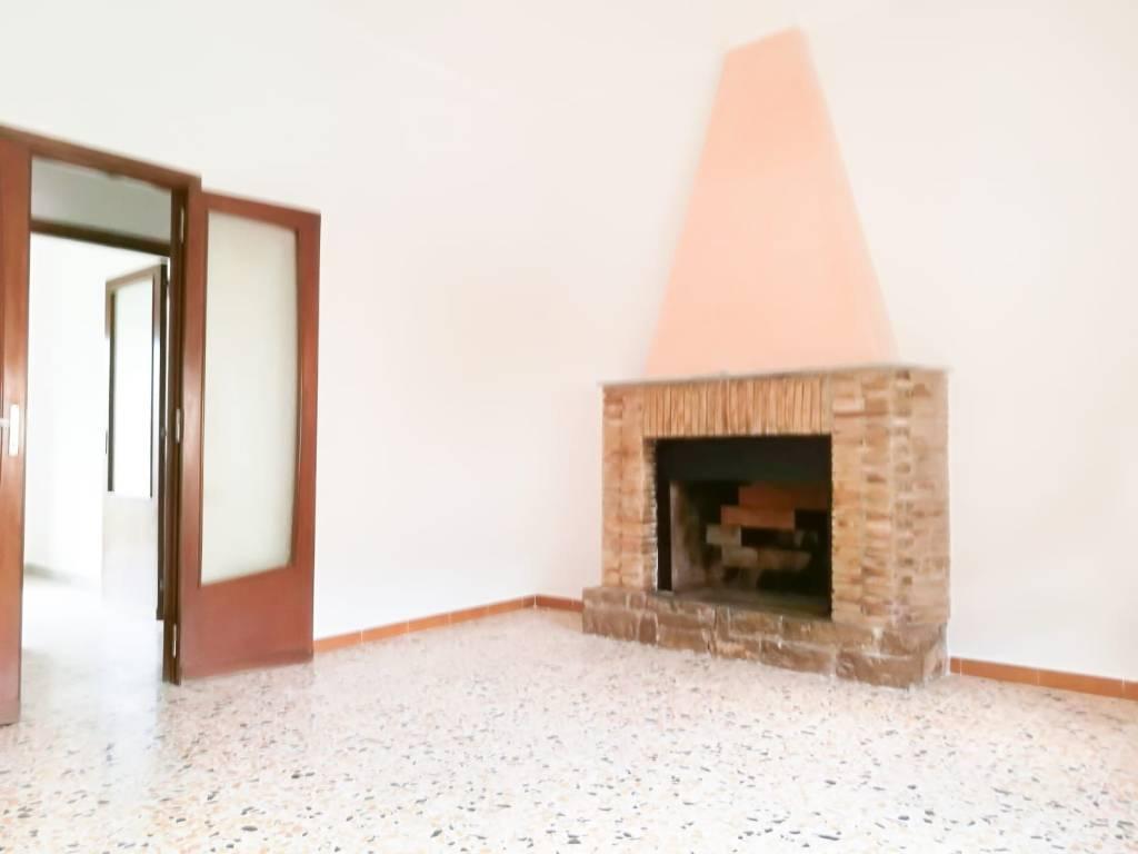 Appartamento in buone condizioni in affitto Rif. 8551655