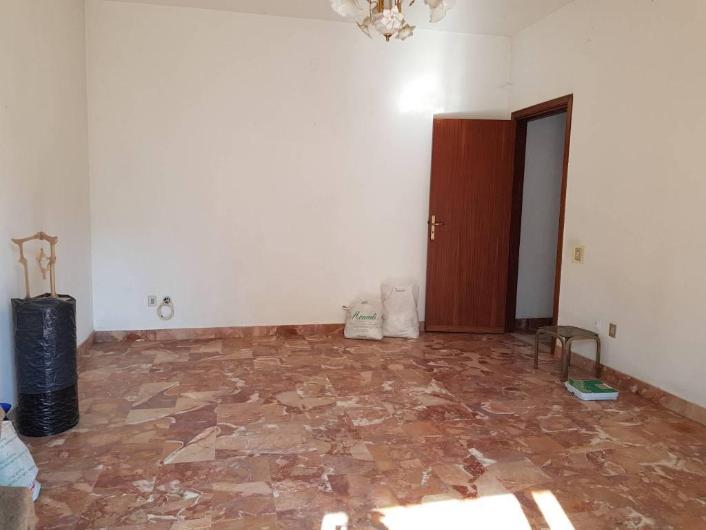 Appartamento in buone condizioni in vendita Rif. 7425627