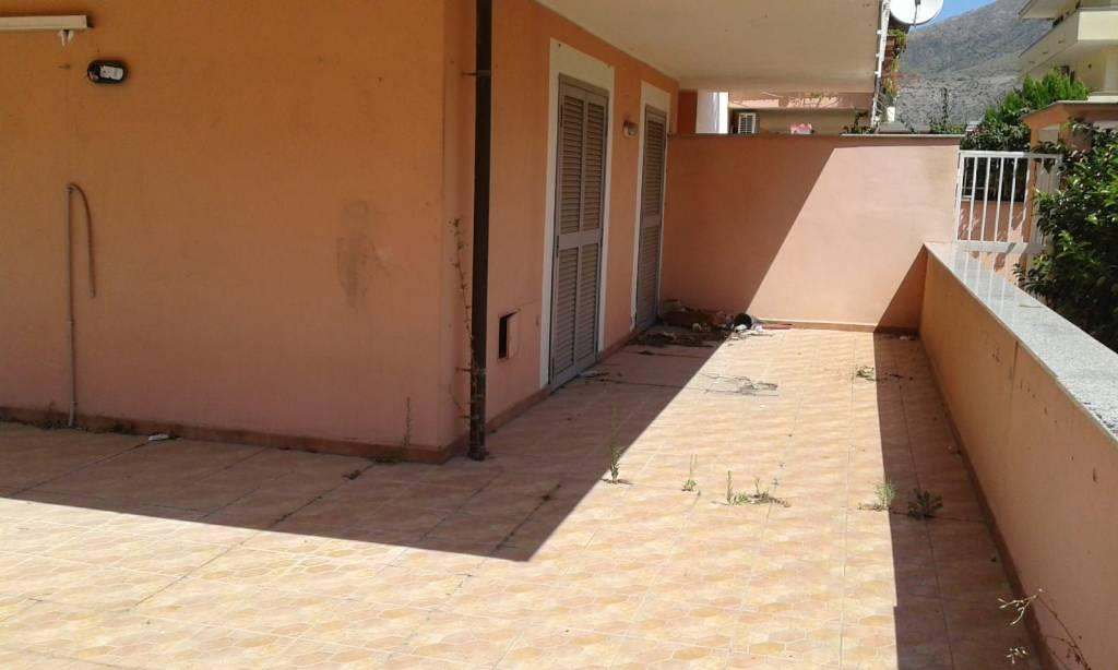 Appartamento in buone condizioni arredato in affitto Rif. 7424721