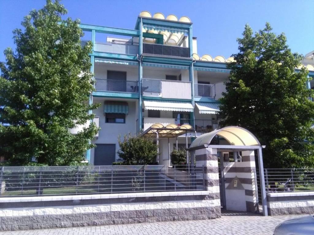 Appartamento in buone condizioni in vendita Rif. 7410598