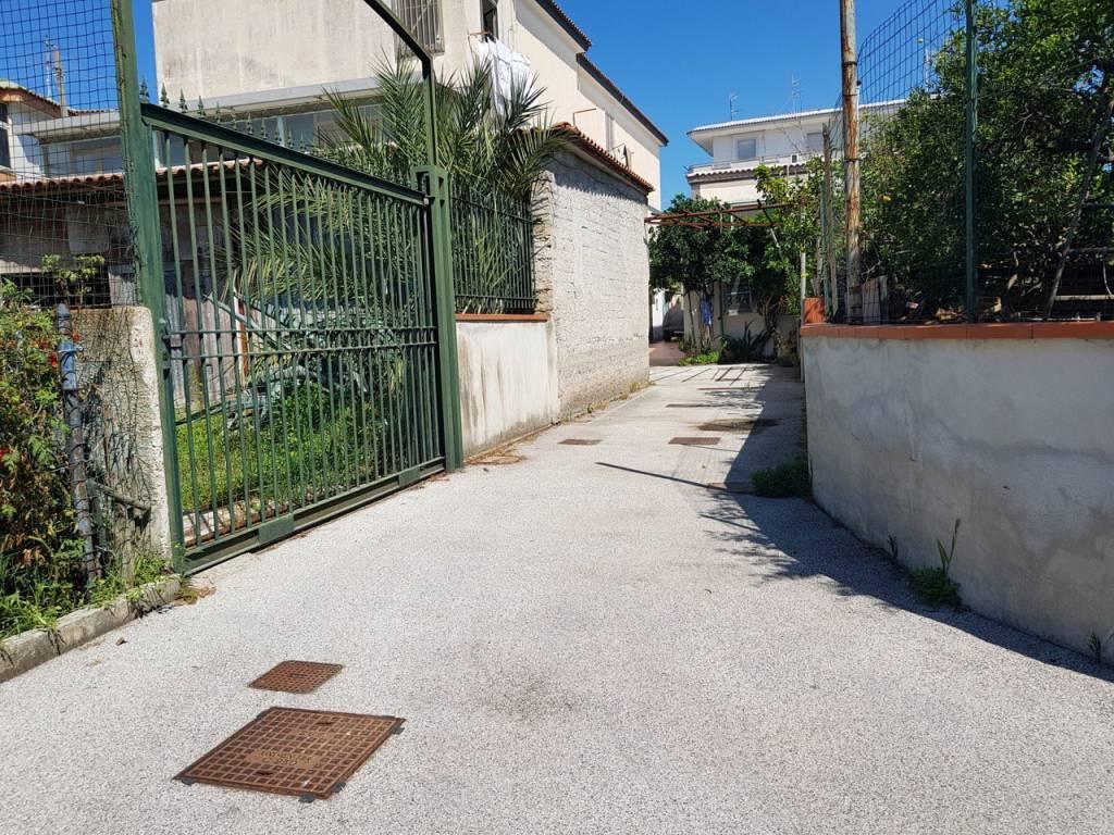Appartamento da ristrutturare in vendita Rif. 7425628