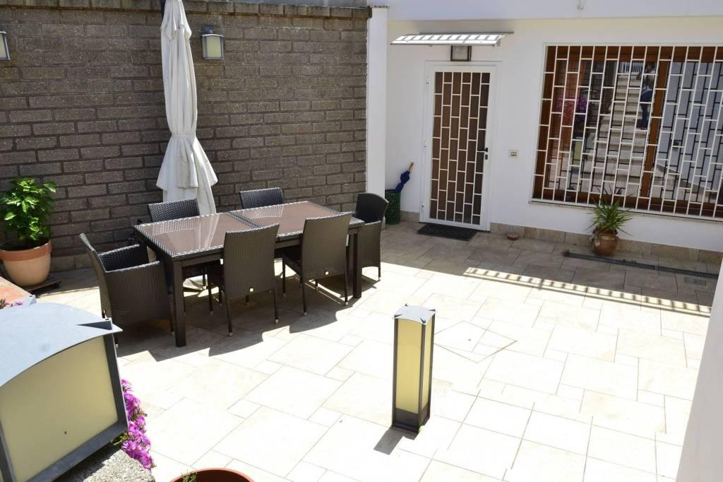 Appartamento in ottime condizioni in vendita Rif. 9246395