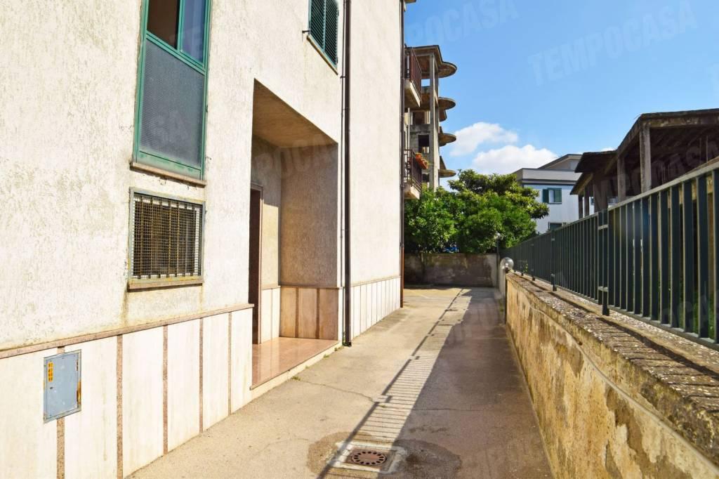 Appartamento in buone condizioni in vendita Rif. 7421179