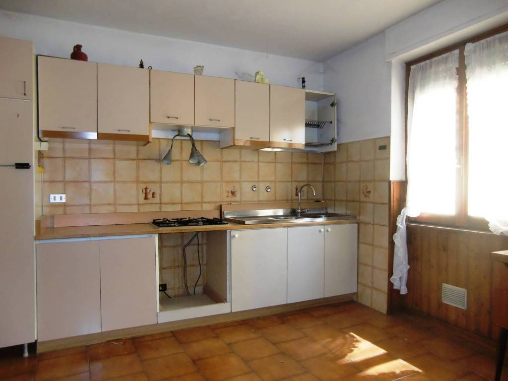 Appartamento in vendita a Ponte Lambro, 4 locali, prezzo € 49.000 | PortaleAgenzieImmobiliari.it