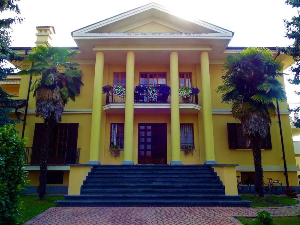 Villa in buone condizioni arredato in vendita Rif. 7992504