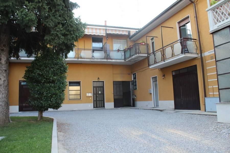 Appartamento in buone condizioni parzialmente arredato in affitto Rif. 7421128