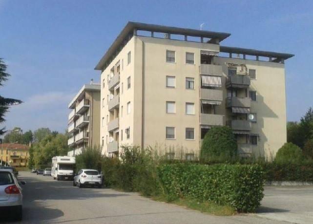 Appartamento in buone condizioni in vendita Rif. 8859825
