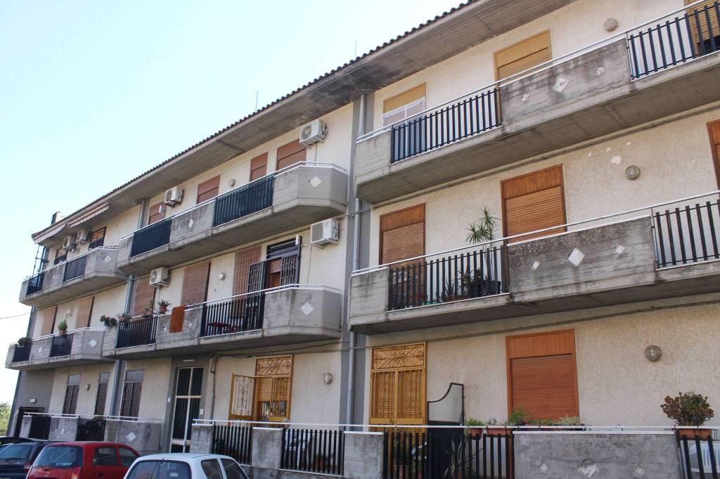 Appartamento di tre vani e mezzo Aci San Filippo