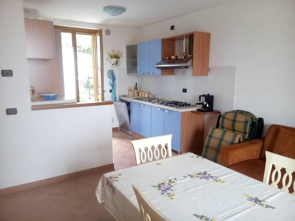 Appartamento in buone condizioni arredato in vendita Rif. 4222561