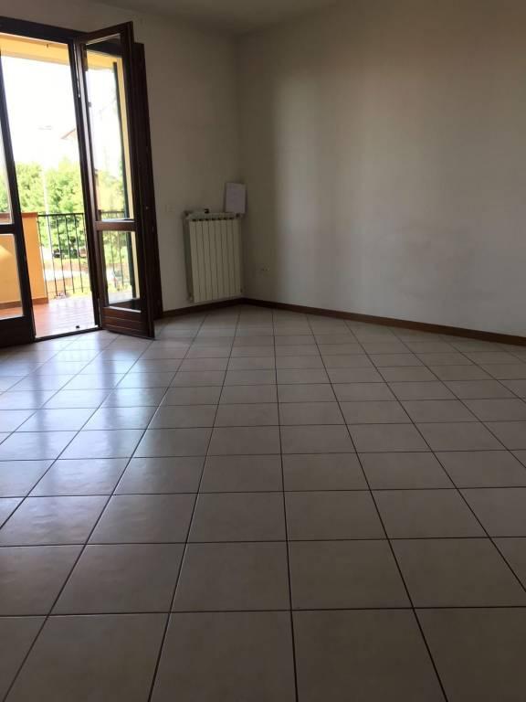 Appartamento in buone condizioni in vendita Rif. 7423729