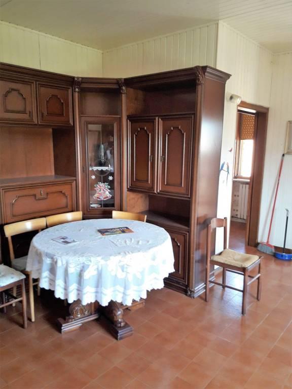 Appartamento parzialmente arredato in vendita Rif. 7422235