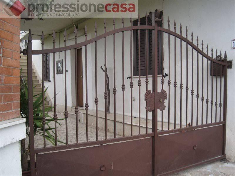 Soluzione Indipendente in affitto a Villa Santa Lucia, 4 locali, prezzo € 400 | CambioCasa.it