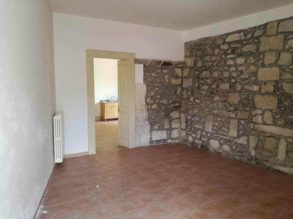 Appartamento in buone condizioni in vendita Rif. 7436516