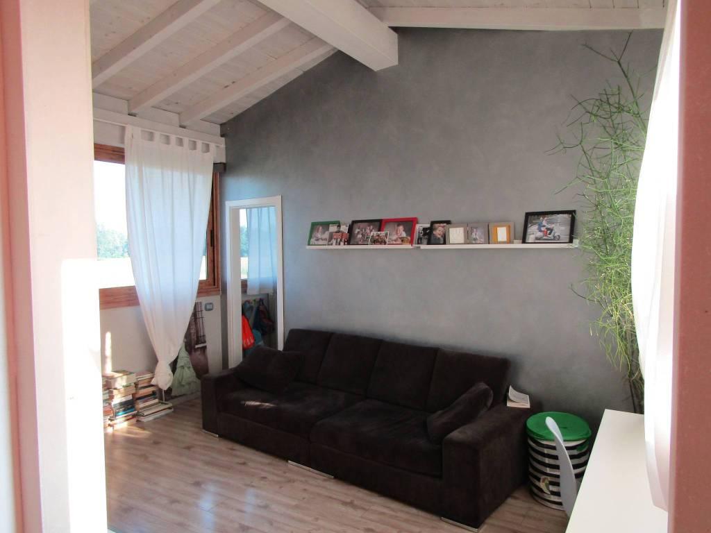 Appartamento in buone condizioni in vendita Rif. 8923346