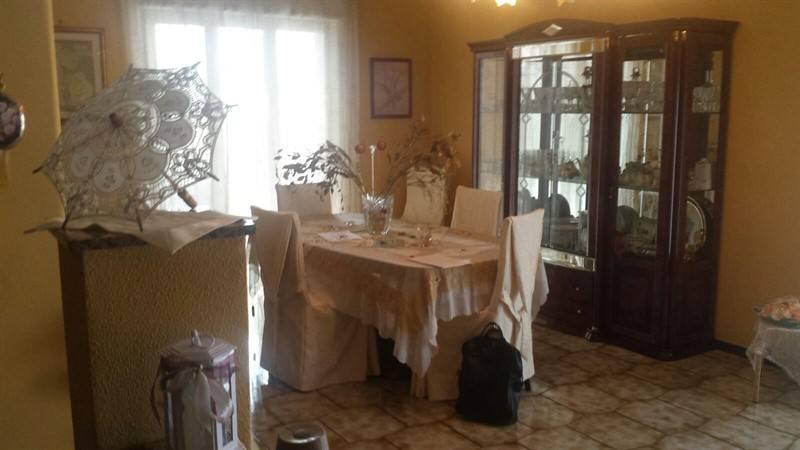 Appartamento in buone condizioni in vendita Rif. 9381279