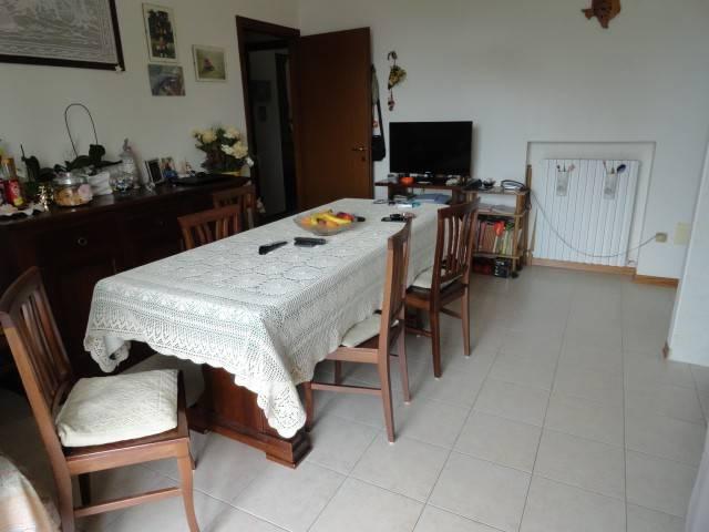 Appartamento in buone condizioni parzialmente arredato in vendita Rif. 7435286