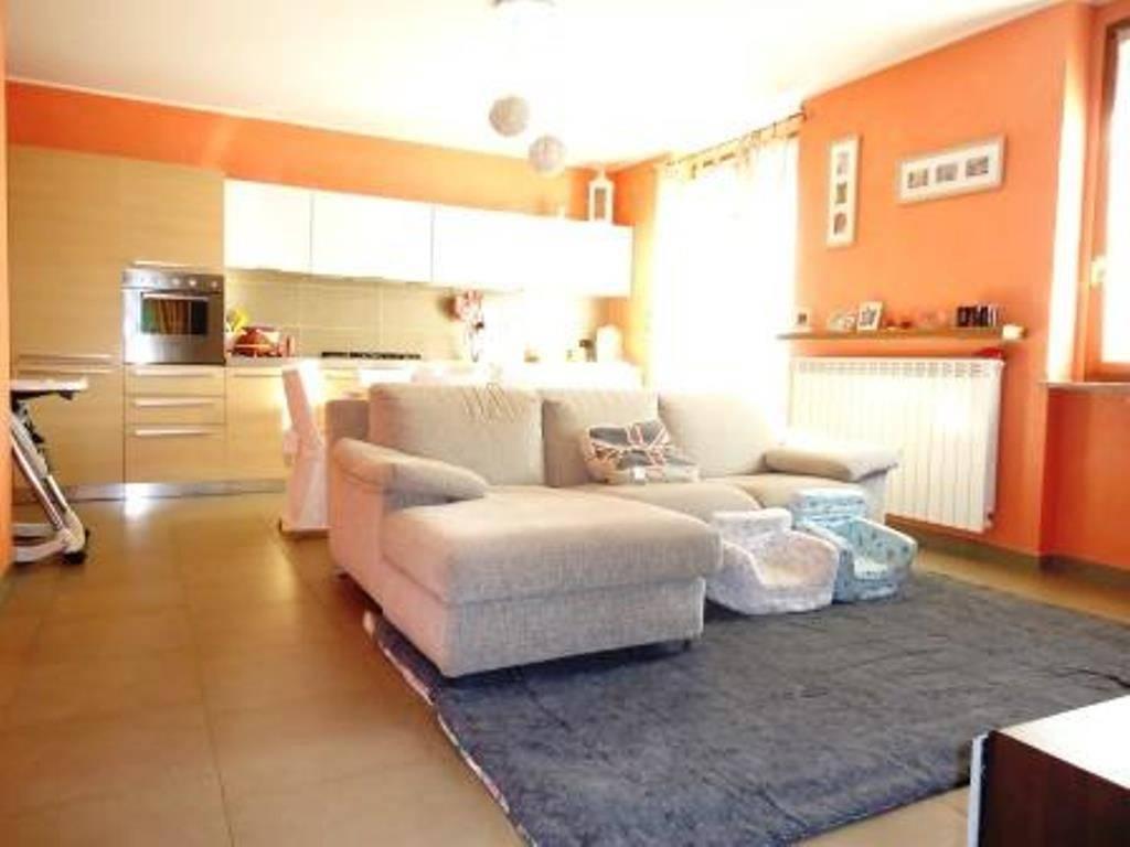 Ampio appartamento in piccolo contesto con box e cantina