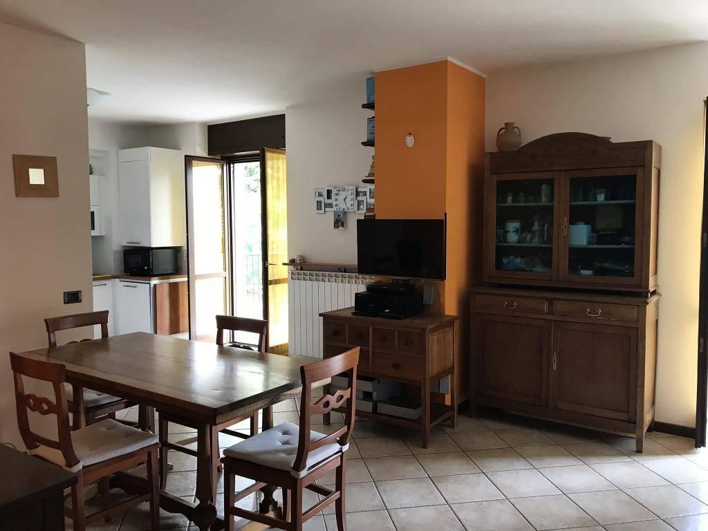 Appartamento in buone condizioni in vendita Rif. 7438229