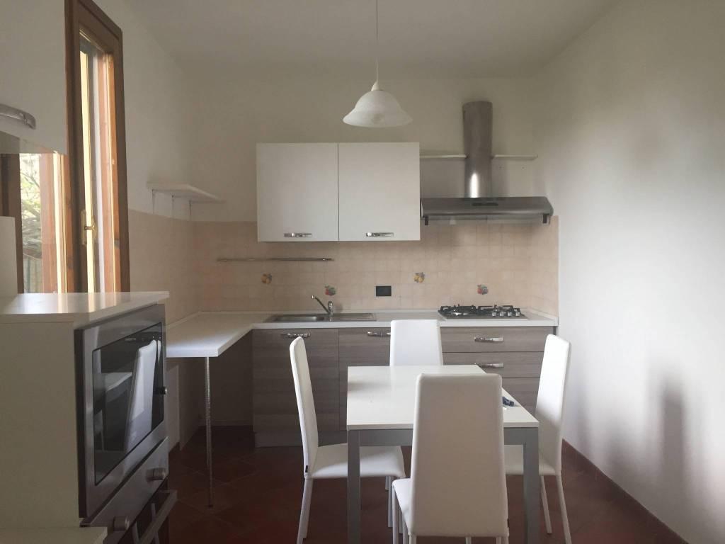 Appartamento in ottime condizioni parzialmente arredato in affitto Rif. 7439231