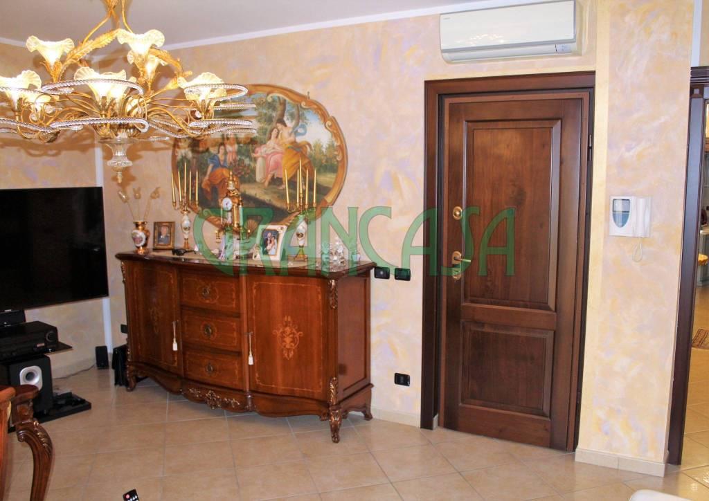 Appartamento in buone condizioni in vendita Rif. 7435474