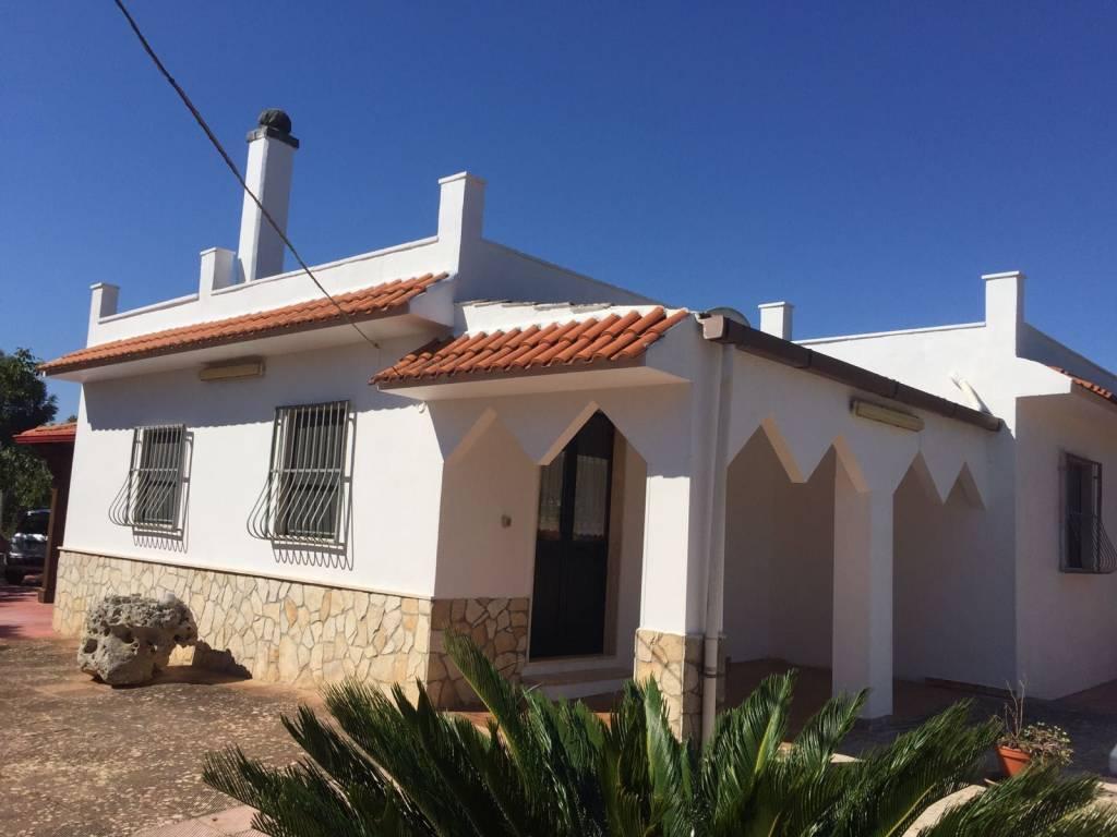 Villa in buone condizioni in vendita Rif. 7438237