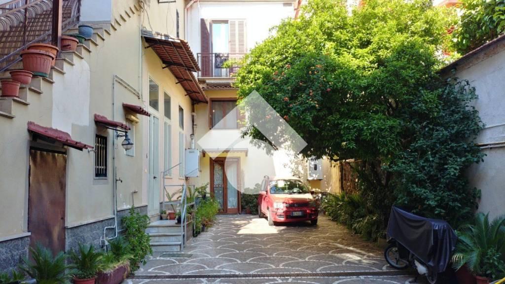 Appartamento in buone condizioni in vendita Rif. 9225773