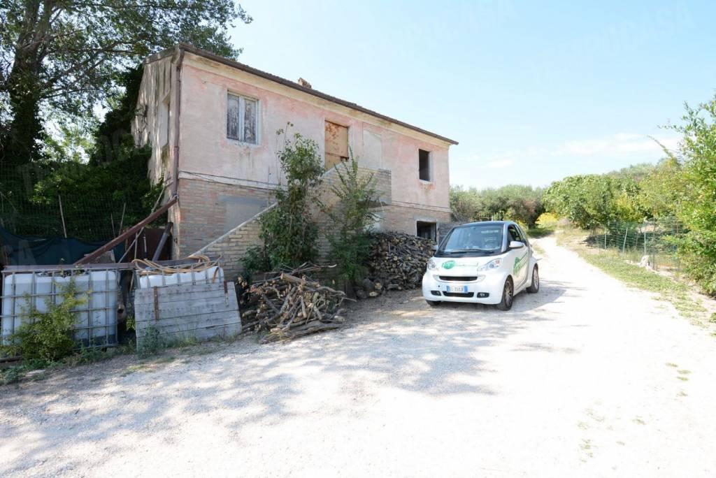 Rustico / Casale da ristrutturare in vendita Rif. 7441485