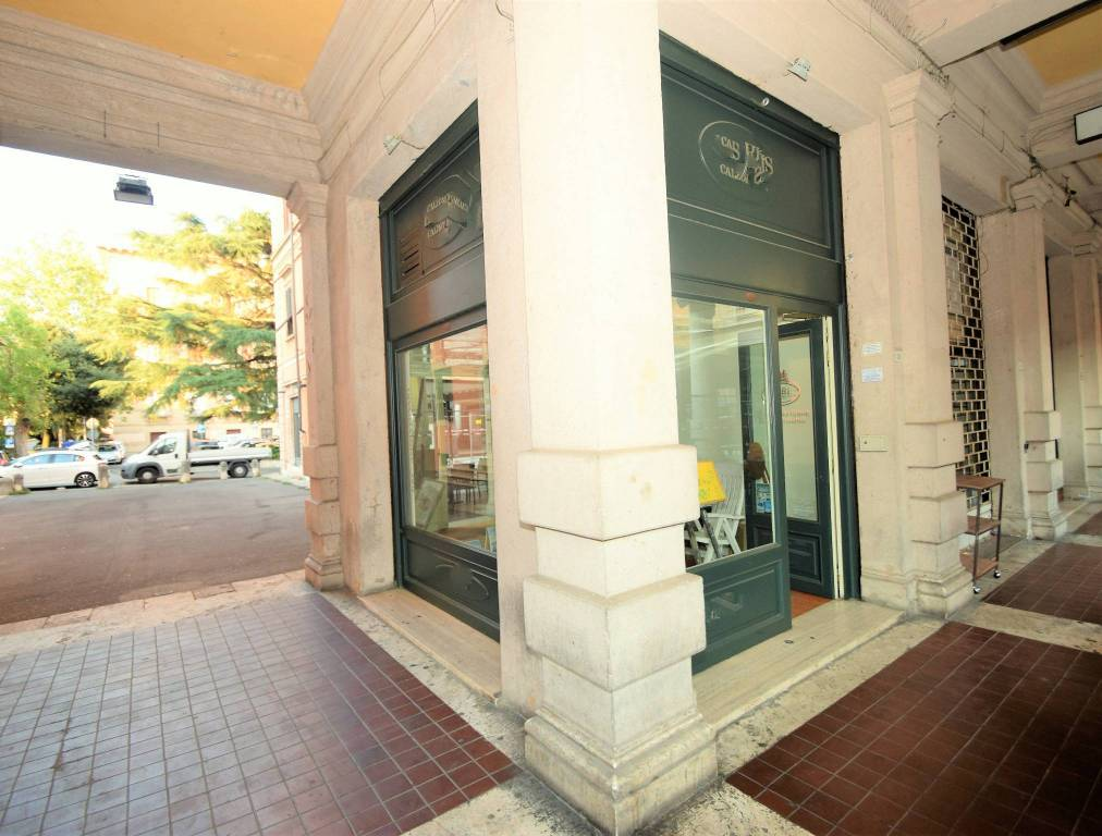 Montecatini terme- Affittasi negozio in complesso liberty