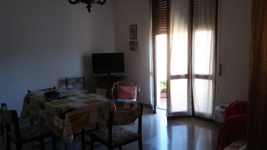 Appartamento in buone condizioni in affitto Rif. 7437539