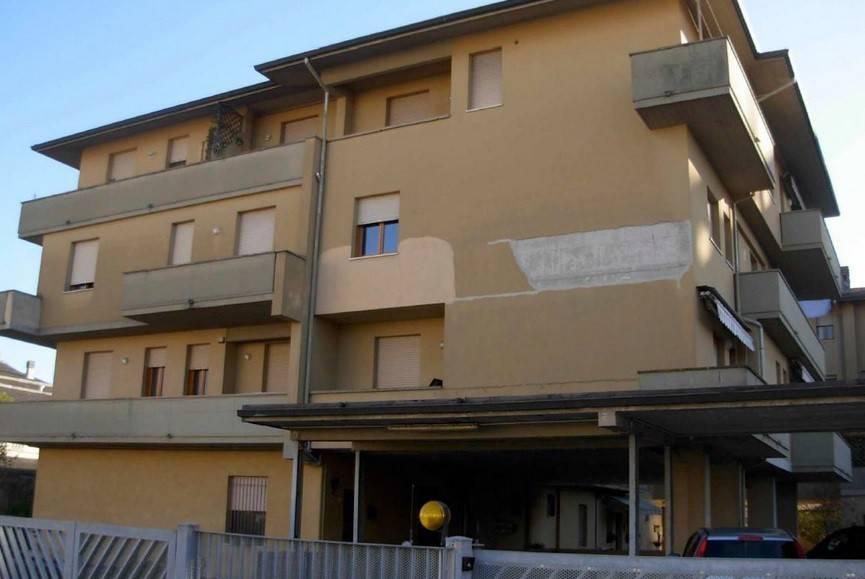 Appartamento in buone condizioni in vendita Rif. 7452899