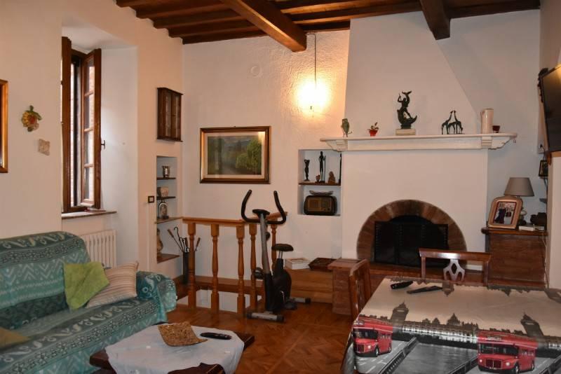 Appartamento in Vendita a Citta' Della Pieve Centro: 5 locali, 165 mq