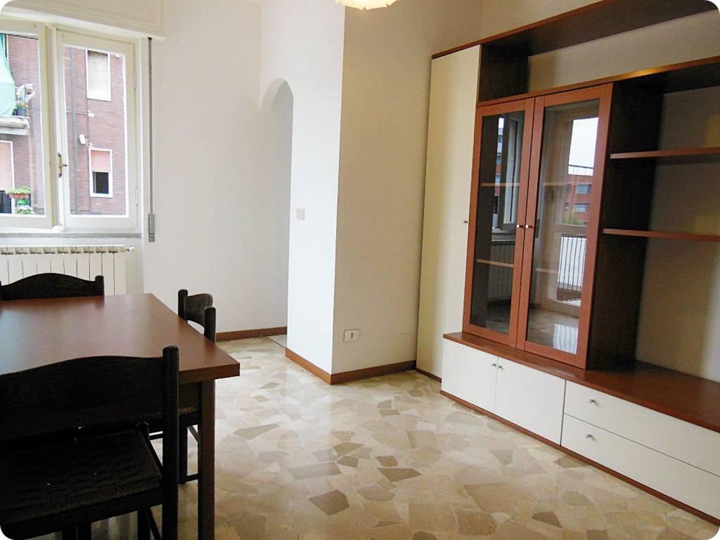 Appartamento in buone condizioni arredato in affitto Rif. 7450094