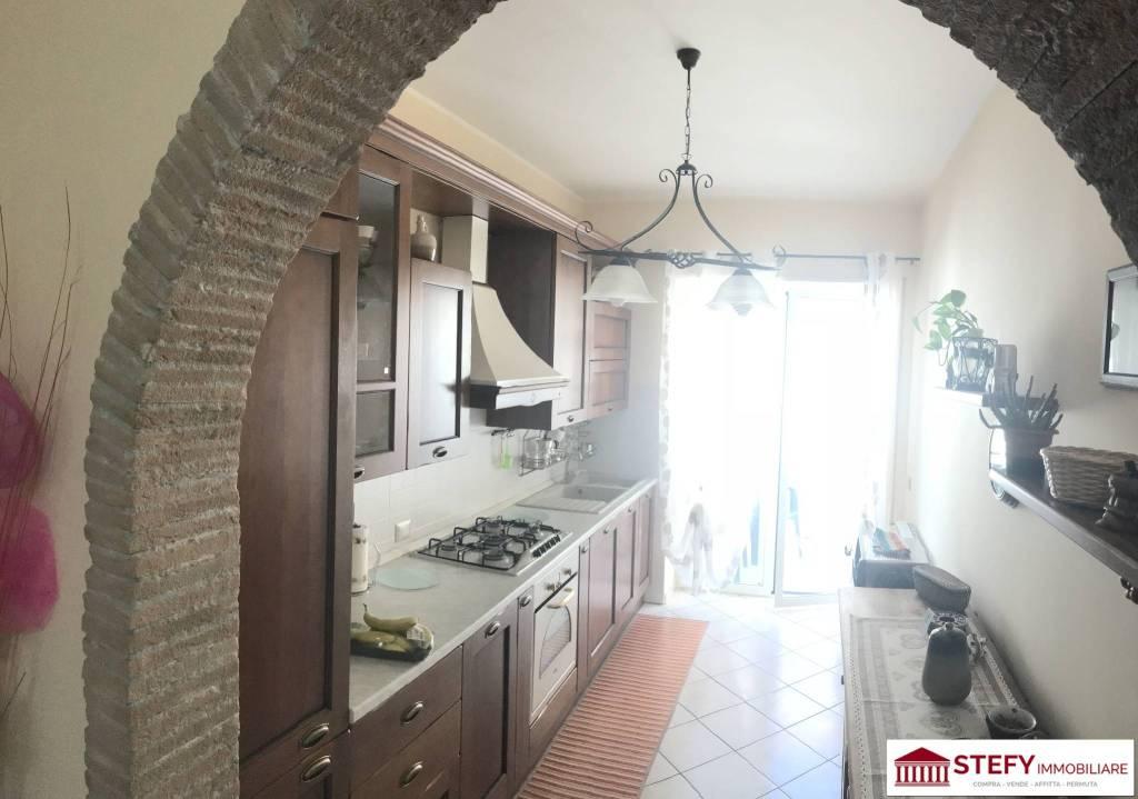 Appartamento in buone condizioni parzialmente arredato in vendita Rif. 7451384