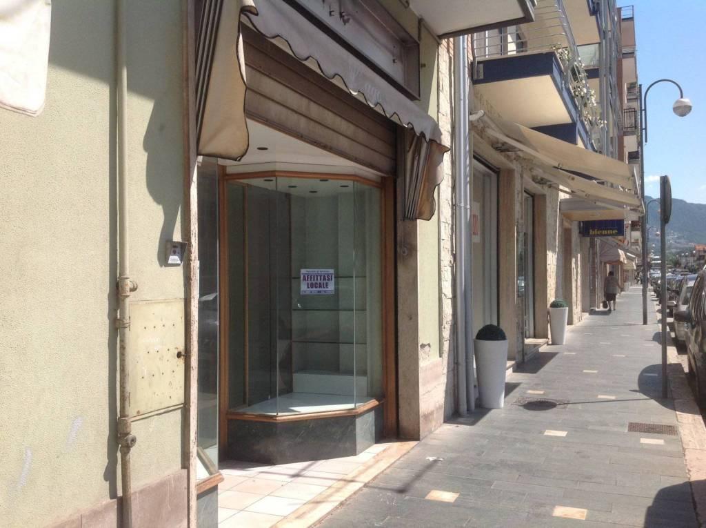 Negozio monolocale in affitto a Isernia (IS)